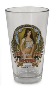 hooters restaurant glassware